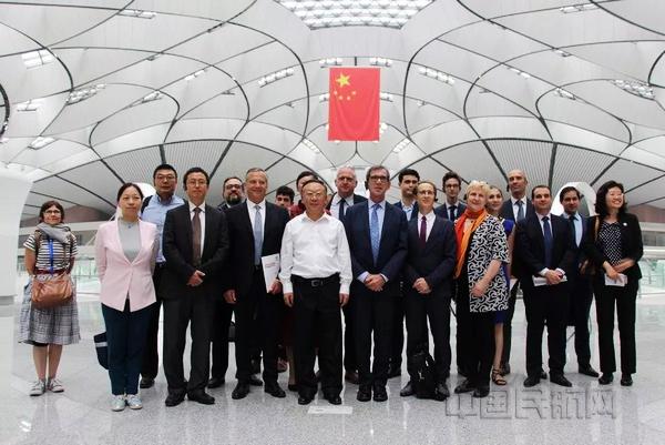 1法国驻华大使一行参观北京大兴国际机场。.jpg