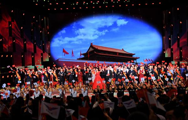 nEO_IMG_尾声合唱《我和我的祖国》(赵晓兵拍摄).jpg