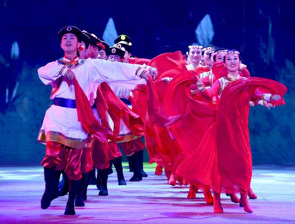 nEO_IMG_民航空管局舞蹈《火红的岁月》(赵晓兵拍摄).jpg