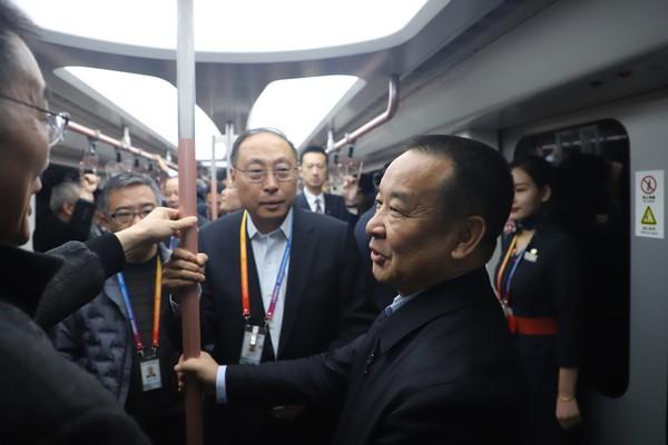 吕尔学实地查看浦东机场捷运列车春运保障运行-钱擘摄.jpg