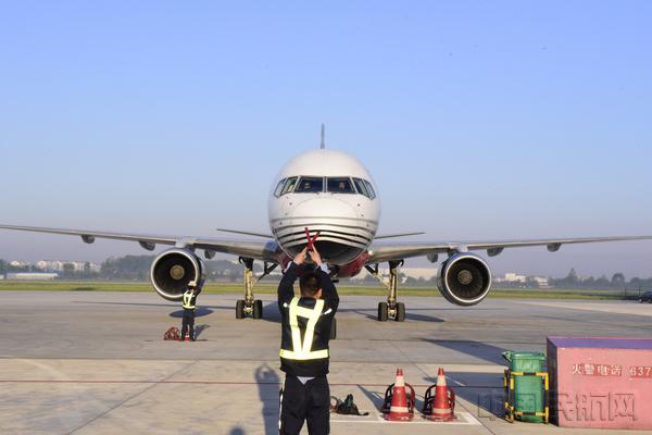 青岛机场高效保障顺丰樱桃全货机首航