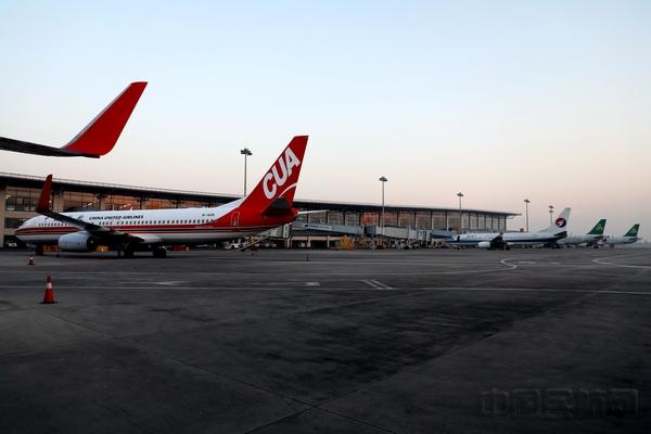 上半年,石家庄机场新开昆明-凯里-石家庄,三亚-宜昌-石家庄,广州