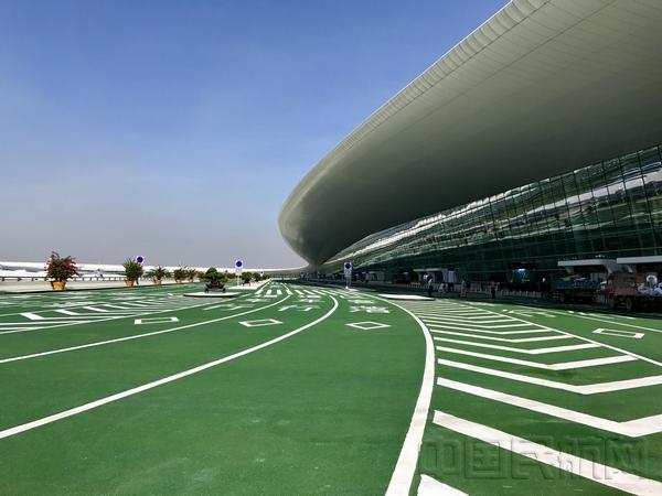 武汉天河机场T3正式启用 武汉安检在行动