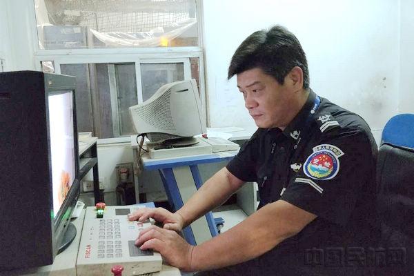 首都机场安检员刘元勋:无悔青春安保情