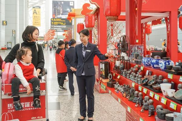 广州白云机场迎春花市搬进航站楼(图)