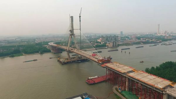 虹桥机场南向辐射关键节点 黄浦江昆阳路大桥合龙