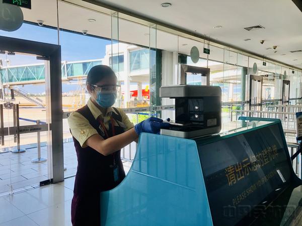 三亚机场实现国内航班无纸化乘机全覆盖