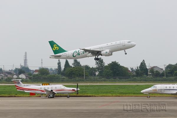 扬州泰州机场首飞榆林 架起空中