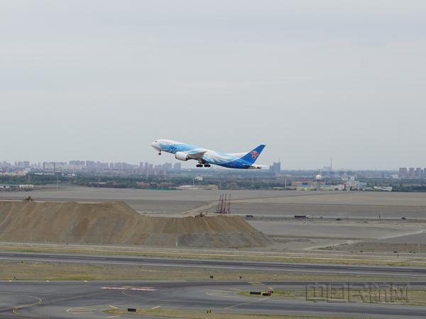 乌鲁木齐国际机场三类盲降试飞成功