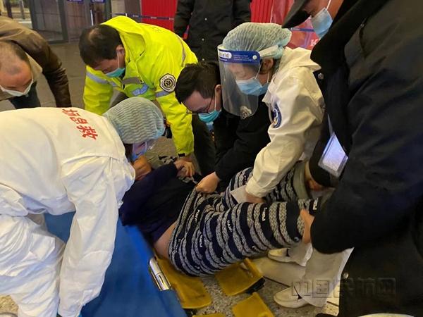 常州机场紧急救助晕倒旅客
