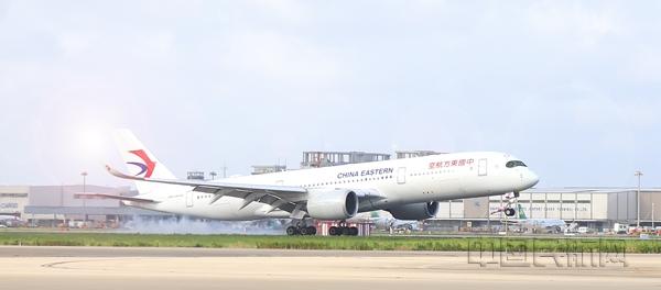 """日均航班""""重回2019"""",疫情前国际客流最多的浦东做对了什么?"""