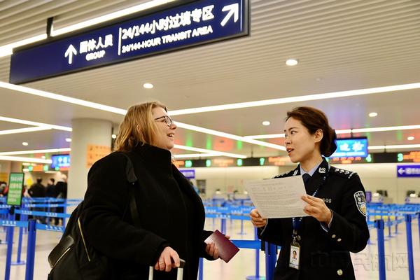 """上海机场边检百人外语志愿服务队获全国""""最佳志愿服务组织"""""""