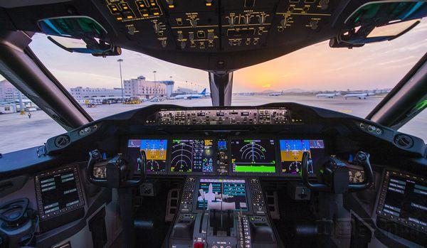 厦航波音787-9飞机的驾驶舱