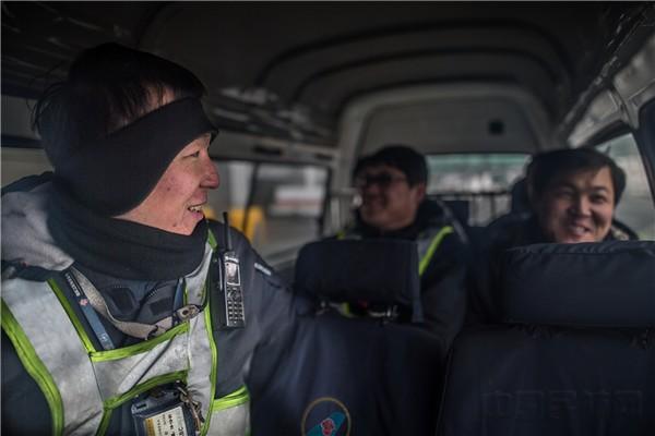 【图说】为飞机除冰雪的南航沈阳维修机械师—王翀