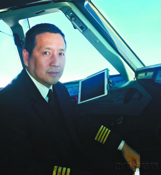 """国航上海分公司飞行部高级经理黄勇是200多名国航在沪飞行员的""""勇哥"""""""
