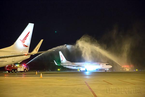 两架新飞机型号都为波音737-800