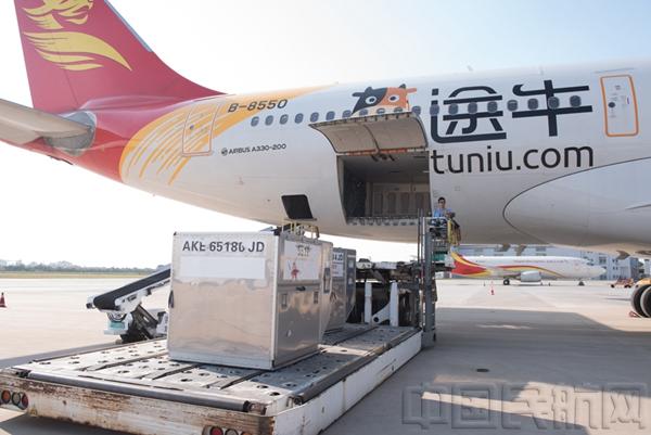jd472国际航班从温哥华飞越大平洋安全抵达青岛