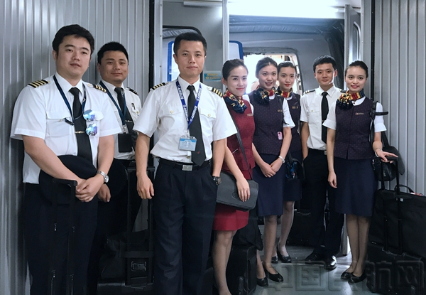 8月9日执行国航ca4488九寨—成都航班机组和乘务组
