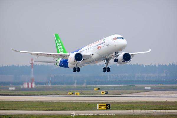 中俄远程宽体客机模型公开亮相