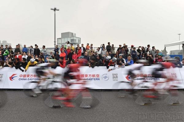 东航赞助环法自行车赛并承运车手与赛车