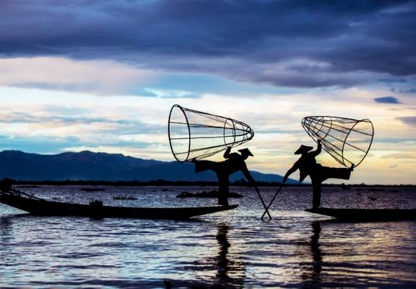 缅甸当地的渔民捕鱼也是独特的人文景观.jpg