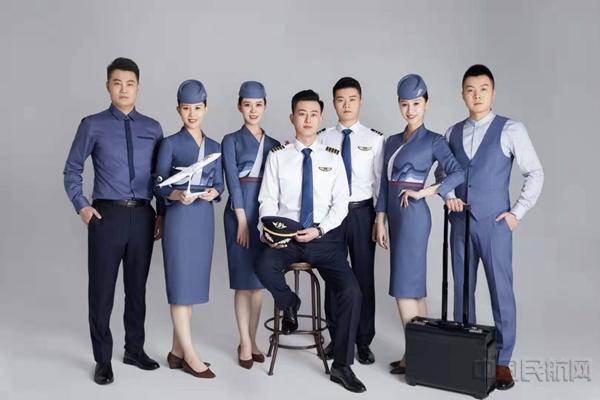 山航发布新一代空勤制服 全面提升品牌形象