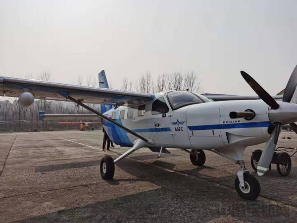 2月3日,14時16分(fen),湖北楚(chu)天通航大棕熊飛機飛往南京祿口機場,在(zai)南京裝載卓爾集團(tuan)捐贈湖北的100台呼吸機後,迅速支援武漢。 (3).jpg