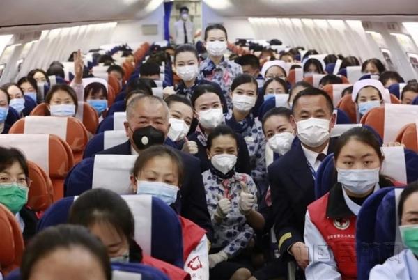 東航云南醫療包機:半分鐘內客艙黨員報名集結