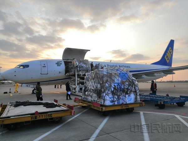 累计166.66吨 邮航第10班包机运输防疫医疗物资抵达武汉