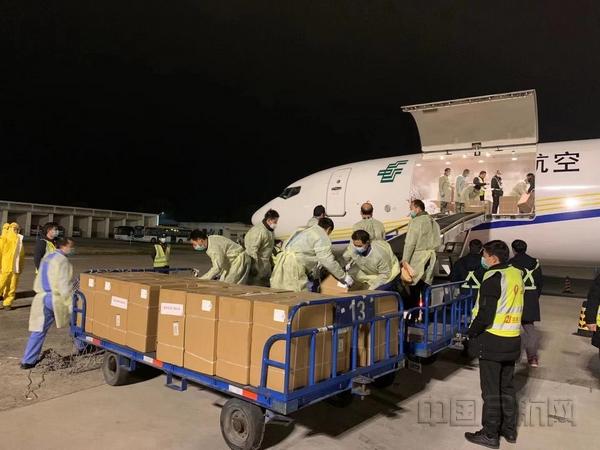 郵政航空赴鄂醫療物資專機首抵宜昌