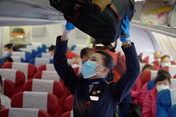 """為戰""""疫""""東航A330首航徐州""""全團干""""乘務組保障包機"""