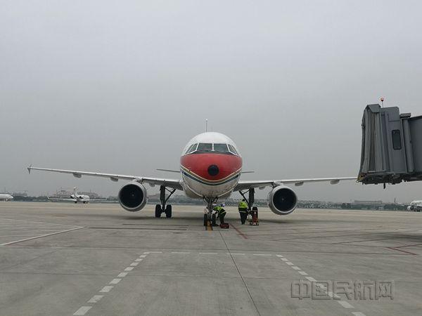 东航浙江第五、第六架复工定制包机抵达宁波