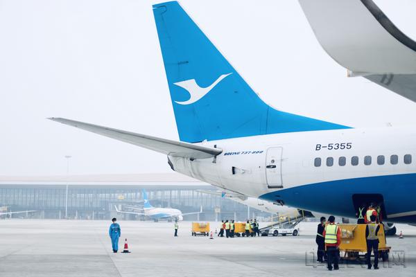 厦航北京大兴-广州商务干线首航