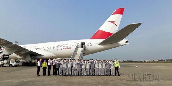 奥地利航空飞机在厦门机场整装待发-汉莎供图_副本.jpg