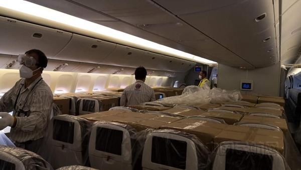 奥地利航空客机客舱空间也被用来装载物资-汉莎供图_副本.jpg