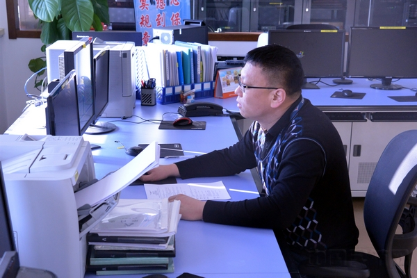 王毅:把管制区内的机场、导航台、报告点的坐标、频率、呼号等数据录入系统.jpg