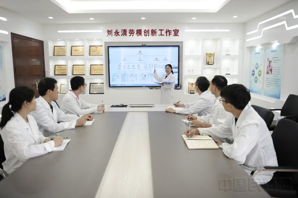 给质量计量中心化验人员进行专业培训.jpg