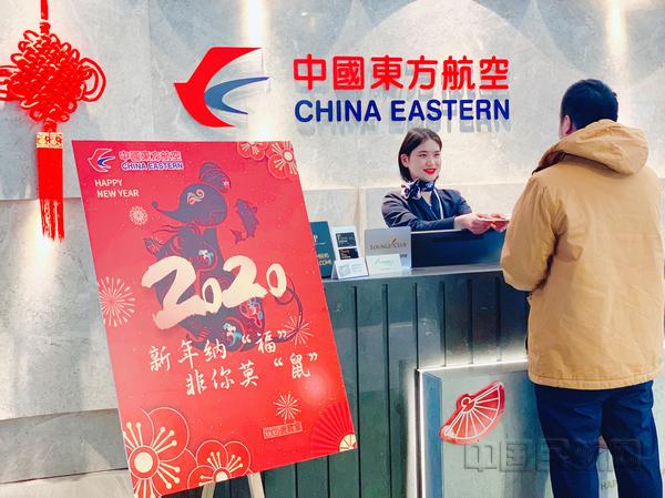 nEO_IMG_东航地服人员服务出行旅客-东航供图.jpg