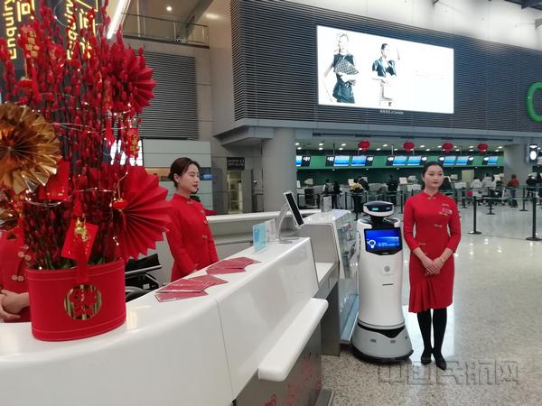 nEO_IMG_虹桥机场T2航站楼布置了浓浓年味-钱擘摄.jpg