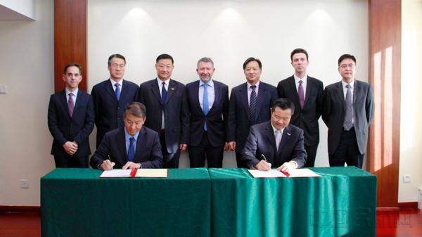 双方签署协议.jpg