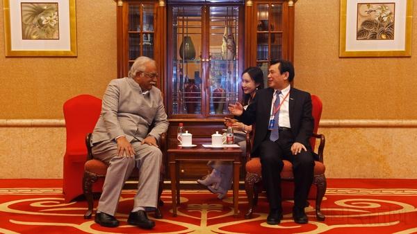 冯正霖会见印度民航部部长阿肖克_加杰帕蒂_拉朱_普萨帕蒂  巴根摄.jpg