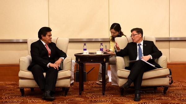 王志清会见印尼民航局局长阿古斯·桑托索。张哈斯巴根摄.jpg