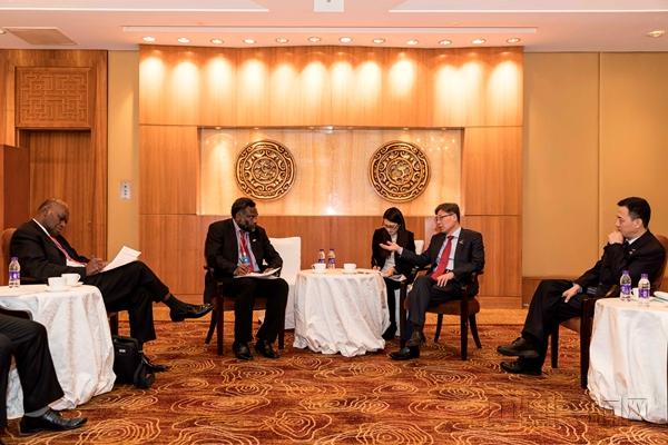 王志清在京分别会见努阿图基础设施与公共事业部长约坦·纳帕特。.jpg