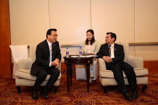 冯正霖会见马来西亚交通部长廖中莱 陆二佳摄.jpg